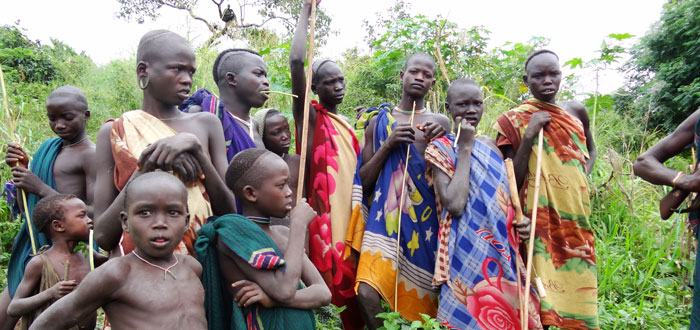 Surma Trekking in the west of the Omo River