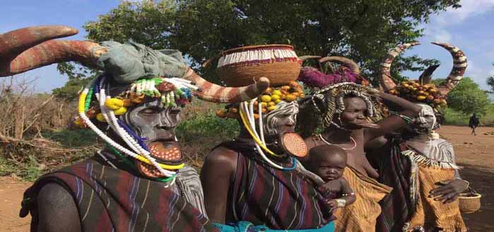 Immersion of ethnic groups in the heart ot the Omo Valley